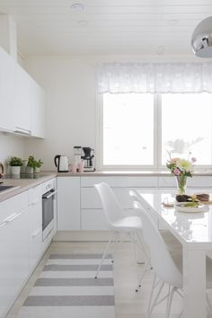Unique beautiful a guide to efficient small kitchen design for apartment 33 – fugar Kitchen Room Design, Laundry Room Design, Home Room Design, Modern Kitchen Design, Home Decor Kitchen, Kitchen Furniture, Kitchen Interior, Home Kitchens, Living Room Partition Design