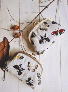 super duper love this! Autumn-butterfly-embroidery-by yumiko higuchi Butterfly Embroidery, Embroidery Art, Cross Stitch Embroidery, Embroidery Patterns, Embroidered Butterflies, Motifs Textiles, Frame Purse, Embroidered Bag, Japanese Embroidery
