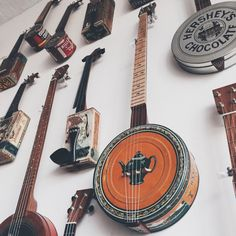 Making Musical Instruments, Homemade Instruments, Resonator Guitar, Ukelele, Music Machine, Cigar Box Guitar, Old Music, Guitar Building, Musicals