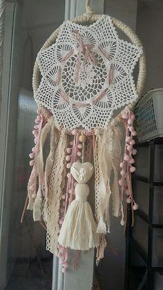 Hobbies And Crafts, Diy And Crafts, Los Dreamcatchers, Doily Dream Catchers, Crochet Dreamcatcher, Vintage Lace, Suncatchers, Doilies, Lana