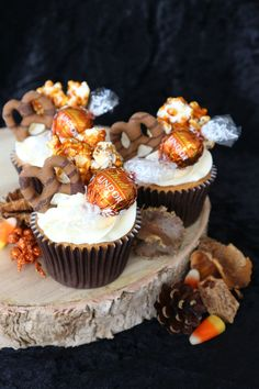 Cupcakes made using burnt butter & light soft brown sugar, topped with glossy swiss meringue buttercream & finished with homemade caramelised popcorn, pumpkin spice flavoured Lindt chocolates & salted caramel chocolate covered pretzels 🧡🍂 | instagram.com/laurascakes_x Lindt Chocolate, Salted Caramel Chocolate, Chocolate Covered Pretzels, Cake Craft, Swiss Meringue Buttercream, Sugar Craft, Mini Cupcakes, Pumpkin Spice, Brown Sugar
