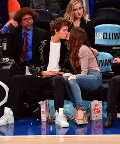 Ansel Elgort and Violetta Komyshan at Knicks Game Oct. 2016 | POPSUGAR Celebrity