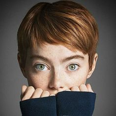 Emma Stone channels Audrey Hepburn and Mia Farrow on the November 2016 cover of 'Vogue' with a stunning pixie cut! Do you love her hair makeover? Pixie Hairstyles, Pixie Haircut, Short Hair Cuts, Short Hair Styles, Pixie Cuts, Super Short Pixie, Pelo Pixie, Pixies, Hair Dos