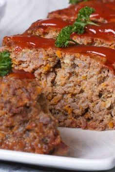 Quaker Oats' Prize-Winning Meatloaf The phrase 'Ma! The meatloaf!' will be thrown around in all seriousness in your household after you make this unlikely dinner hero. This rec Meatloaf Recipe Oats, Quaker Oats Meatloaf, Meatloaf With Oats, Southern Meatloaf Recipe, Homemade Meatloaf, Best Meatloaf, Meatloaf Recipes, Meat Recipes, Goulash Recipes