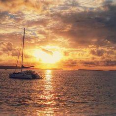 El atardecer de Ibiza es un atardecer que no se olvida #Sunset #Ibiza #amazing #beautiful #atardecer #moodygrams #instagood #perfect #colourful #spain #sky #sea #ocean #calm #relax #picoftheday #igers #igersspain #somosinstagramers #nikon #team_nikon #nikond3300 #cafedelmar