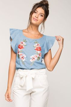S tees applique chambray tee a'gaci fashion & beauty б Clothes Crafts, Sewing Clothes, Classy Outfits, Cute Outfits, Moda Zara, Mode Grunge, Fashion Corner, Embroidered Clothes, Fashion Outfits