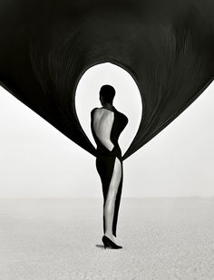Versace dress, El Mirage, CA, 1990, photo © Herb Ritts © Herb Ritts Foundation