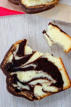 Copycat Marble Pound Cake - A Moist Marble Cake Recipe Marble Pound Cakes, Almond Pound Cakes, Marble Cake Recipes, Pound Cake Recipes, Dessert Recipes, Marble Cake Recipe Moist, Bunt Cakes, Cupcake Cakes, Cupcakes