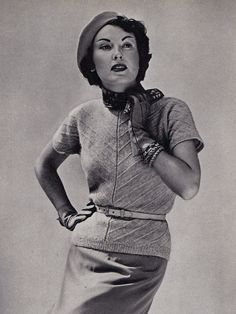 Vintage Fashion: I'm really loving this look. Short-sleeved sweater and a belt, skirt, leather gloves and a beret.