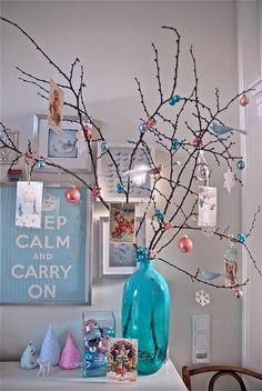 Deck the Halls! 25 Ideas for Your Holiday Entryway Noel Christmas, Pink Christmas, Beautiful Christmas, All Things Christmas, Vintage Christmas, Christmas Branches, Christmas Colors, Turquoise Christmas, Holiday Crafts