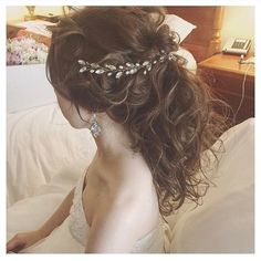 大人っぽくてお洒落!♡小枝アクセサリー×ポニーテールの可愛いブライダルヘアアレンジ集♩ | marry[マリー]