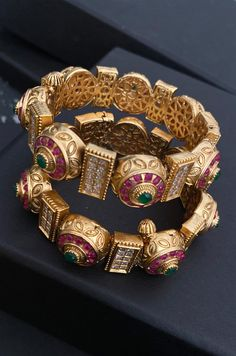 Gold Bangles Design, Jewelry Design, Designer Jewellery, Bridal Bangles, Bridal Jewellery, Jewellery Box, Jewelry Sets, Wedding Jewelry, Jewelry Making