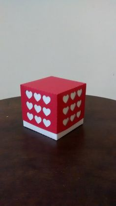 Linda e delicada caixa para bem-casado!  Dará um toque especial e delicado a decoração de sua festa além de ser uma fina lembrança para seus convidados.  Feita em papel color plus, gramatura 180.  ***OBS: FAZEMOS OUTRAS CORES, CONSULTE-NOS!!! R$ 3,50