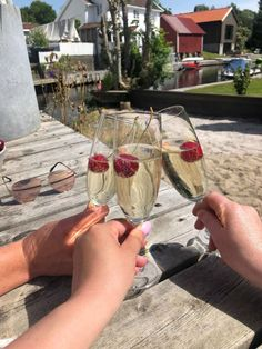 Kortvarig lykke! Alcoholic Drinks, Wine, Glass, Drinkware, Corning Glass, Liquor Drinks, Alcoholic Beverages, Liquor, Yuri
