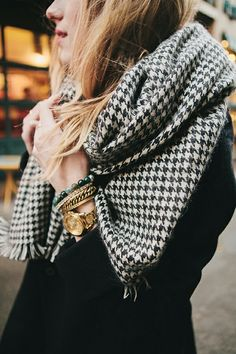Love this houndstooth patterned scarf!....:)