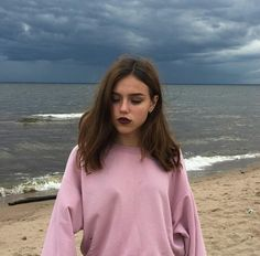 New post on smile---universe Pretty People, Beautiful People, Tumbrl Girls, Photos Originales, Photos Tumblr, Aesthetic Girl, Belle Photo, Girl Photos, Photography Poses