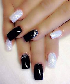 Black & White Nail Art Designs You Can Apply To Your Fingernails Nail Art Designs 2016, Black Nail Designs, Nail Designs Bling, Fancy Nails, Trendy Nails, Hot Nails, Hair And Nails, Holiday Nails, Christmas Nails