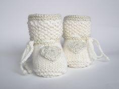 Strick- & Häkelschuhe - Babyschuhe für die Festtage - ein Designerstück von ellyshop bei DaWanda