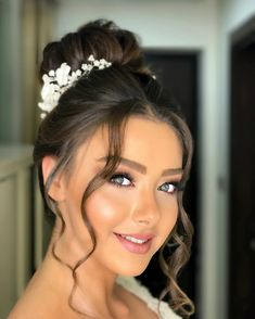 bridal makeup – Hair and beauty tips, tricks and tutorials Wedding Hair And Makeup, Bridal Hair, Hair Makeup, Most Beautiful Faces, Beautiful Eyes, Bun Hairstyles, Wedding Hairstyles, Hairdo Wedding, Bridal Beauty