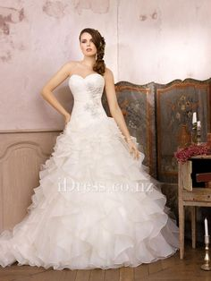 organza a-line ruffled skirt sweetheart strapless embroidered wedding dress