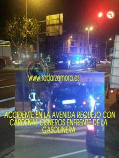 Furgoneta accidentada en Cardenal Cisneros enfrente de la gasolinera. Zamora.