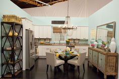Design Star season 7: Kitchen by Danielle Colding & Britany Simon. I loved this one and I've been thinking of doing blue with a little yellow in my kitchen. Have to wait till I get the money to fix the water leak on the ceiling and wall though!