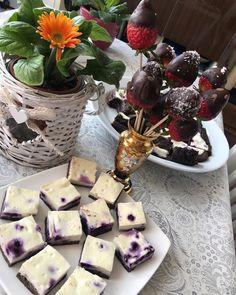 Hrnčekový tvarohový koláč s ovocím - Receptik.sk Dairy, Cheese, Food, Eten, Meals, Diet
