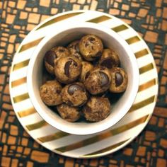 Super healthy no-bake cookie dough bites. Easy and delicious. Ready in 10 minutes.