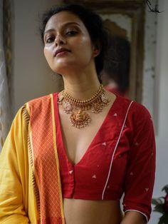 Saree Blouse Neck Designs, Fancy Blouse Designs, Bridal Blouse Designs, Kalamkari Blouse Designs, Dress Designs, Stylish Blouse Design, Designer Blouse Patterns, Cotton Blouses, Rebel
