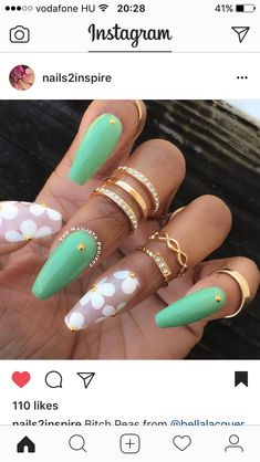 Pretty nail art idea for coffin nails