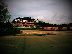 Sampai awal April 2016, manifestasi investasi asing di pulau Batam tercatat sebesar 387,501 juta dolar Amerika dari sebanyak 23 perusahaan yang berarti naik 120 persen jika dibandingkan dengan semester I tahun lalu. Permintaan Ruang Kantor Kelas Premium di Batam Meningkat #kantor #ruangkantor #batam #property