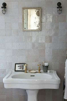 45 cozy decor ideas to rock this season traditional decor ва Lodge Bathroom, Attic Bathroom, Bathroom Interior, Modern Bathroom, Bathroom Wall, Remodled Bathrooms, Colorful Bathroom, Mermaid Bathroom, Bathroom Laundry