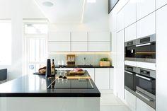 A la Carte -keittiöt, Inverno. Taso Caesarstone Pure Black. | #keittiö #kitchen