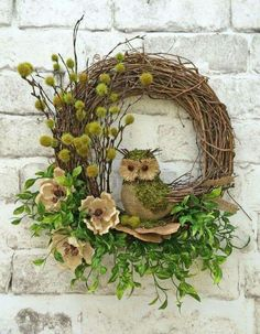 Adorable owl wreath!  Would love this for fall.