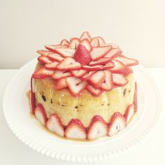 { strawberry flower cake decor // link to recipe for chocoflan }