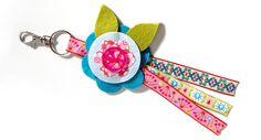 DIY | Blumenbrosche/Schlüsselanhänger aus Stoff - Jolijou