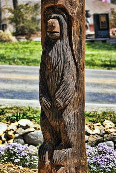 Bear Carving by Rick Friedle Driftwood Sculpture, River House, Chainsaw Carvings, Wood Carvings, Wood Projects, Woodworking Projects, Sculptures, The Incredibles, Bear