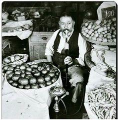 Bursa da eski bir manav