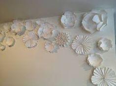 Resultado de imagem para wedding paper flowers wall