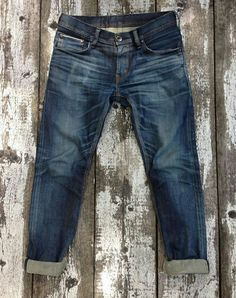 Nothing like a rugged worn out jeans. Denim Pants, Blue Jeans, Nudie Jeans, Trousers, Raw Denim, Washed Denim, Vintage Denim, Denim Fashion, Style Fashion