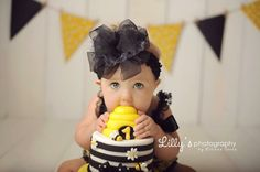 Kid's first cake Bumble Bee Birthday, 1st Birthday Cake Smash, First Birthday Themes, First Birthday Photos, Baby First Birthday, Birthday Ideas, Bumble Bee Cake, Smash Cake Girl, Bee Cakes