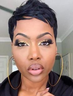 Fall makeup look with golden eyes and neutral lips fro black women. Fall makeup look with golden eyes and neutral lips fro black women. Short Sassy Hair, Short Hair Styles Easy, Short Hair Cuts, Natural Hair Styles, Pixie Cuts, Pixie Natural Hair, Short Relaxed Hair, Wavy Pixie, Curly Short