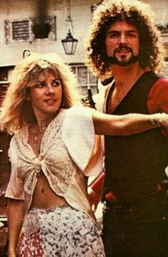 Stevie Nicks and Lindsey Buckingham. I can't wait for June to see Fleetwood Mac live at IOW festival! Stevie Nicks Lindsey Buckingham, Buckingham Nicks, Members Of Fleetwood Mac, Stephanie Lynn, Stevie Nicks Fleetwood Mac, Women Of Rock, Famous Couples, Look Vintage, Vintage Vibes