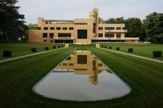 Villa Cavrois Vista Exterior, Jardin Principal. La villa Cavrois es un ejemplo de armonización del espacio arquitectónico y del decorativo interior dentro del estilo moderno contemporáneo.