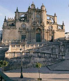 """. entre 1523 y 1526 aproximadamente Carlos I le dio el título de """"muy noble y muy leal ciudad"""", con sus correspondientes privilegios."""