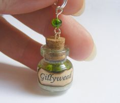 Harry Potter Inspired Potion Gillyweed Bottle Necklace by NeatEats, £11.99. Helped Harry breathe underwater in the 4th book. cute