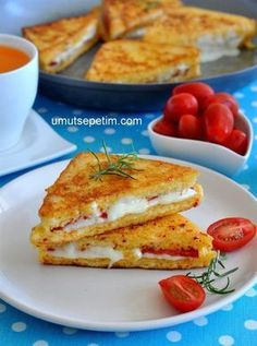 Fransız  Tostu  Tarifi Breakfast Time, Turkish Breakfast, Delicious Sandwiches, Panini Sandwiches, French Toast, Vegetarian Breakfast Recipes Easy, Brunch, Yummy Food, Good Food