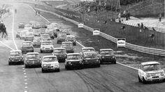 Start Simca Rally race op Zandvoort 1973, met rechts vooraan Jan Lammers.