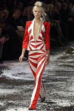 Alexander McQueen Fall 2003 Ready-to-Wear Fashion Show - Laura Morgan (CITY)