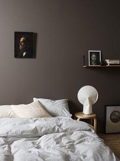45 Dark And Moody Bedroom Decorating Ideas 33 Calming Bedroom Colors, Bedroom Color Schemes, Colour Schemes, Calm Bedroom, Color Combos, Dark Brown Walls, Bedroom Styles, Bedroom Ideas, Modern Bedroom